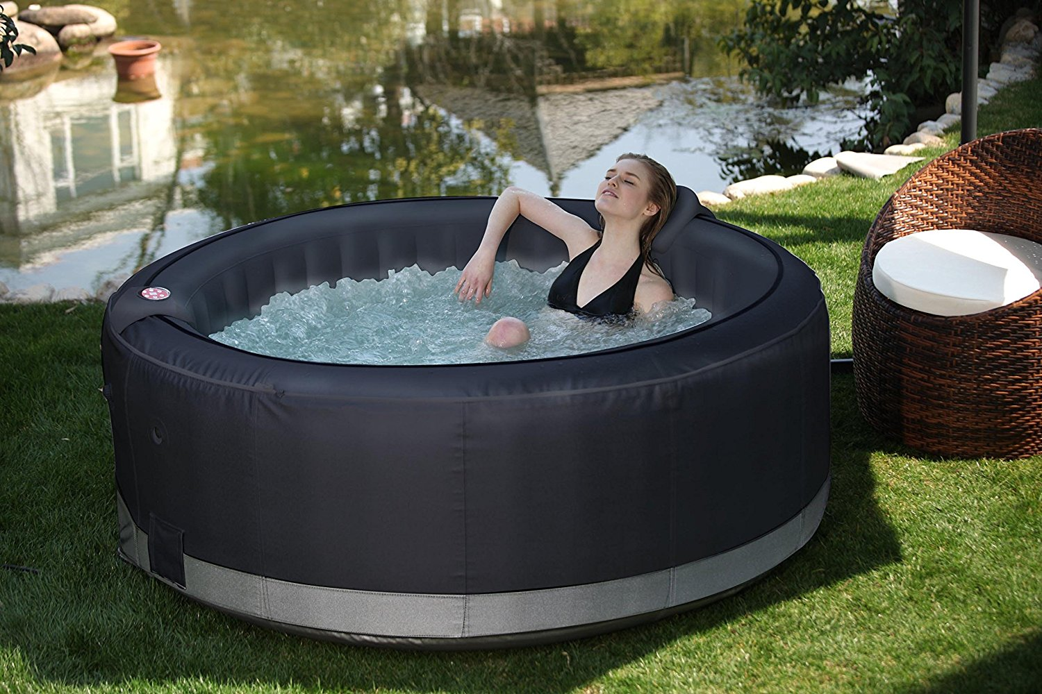 pourquoi j 39 adore les jacuzzis gonflables uci. Black Bedroom Furniture Sets. Home Design Ideas